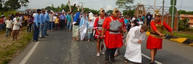 Ecuador (Santa Lucia): Calea Crucii în Vinerea Mare