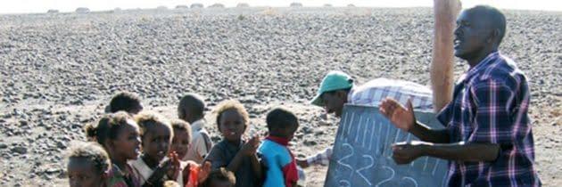 """""""Educatie la umbra unui copac"""" Grădiniţe pentru copiii din Kenya"""